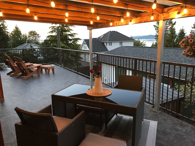 * Cosy and Clean  Vancouver Island Oceanview home*