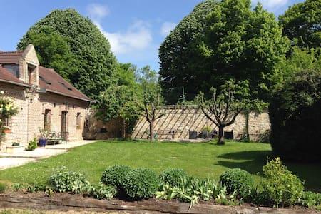 La Maison Rouge 5 min de Chantilly : Gîte  2 - Orry-la-ville - บ้าน