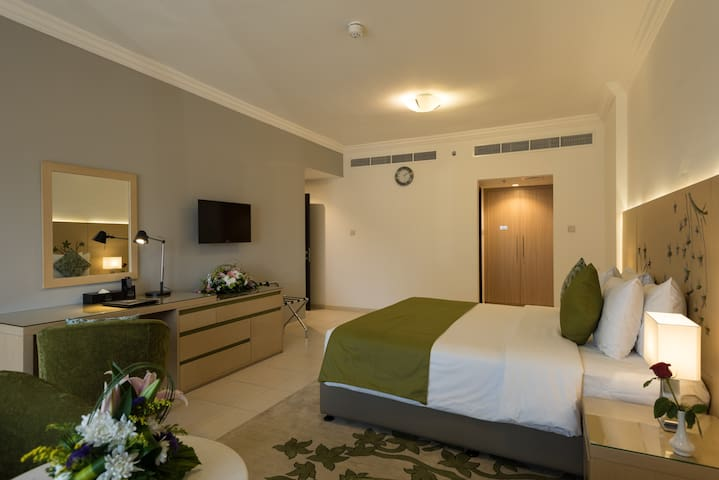 SERVICED ONE BEDROOM APARTMENT NEAR EMIRATES MALL