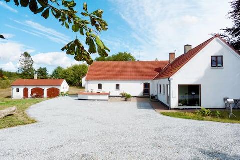 Komfort i skøn natur - bål hytte og udendørs sauna