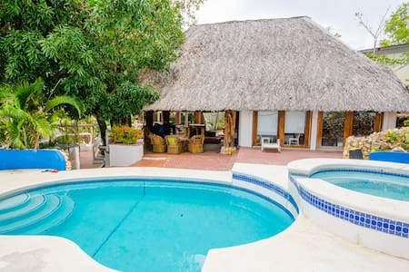 Huge home with direct beach access - Las Lajas