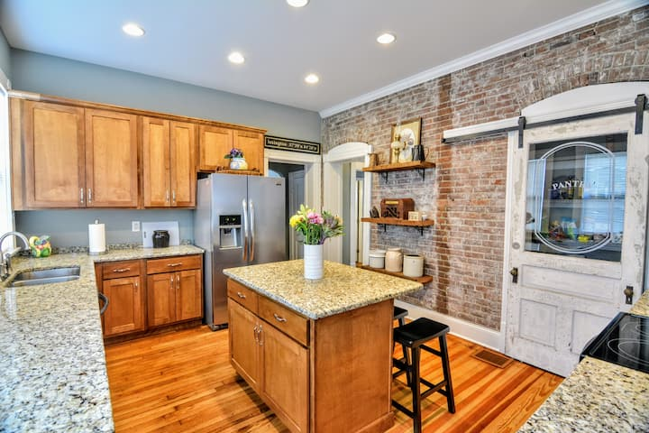 Bell Court Beauty-133 N Ashland Ave-5 star reviews