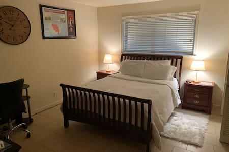 Room 1803- The Jefferson Suite