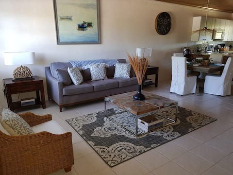 Beautifully outfitted 2 bed 2 bath Garden Villa