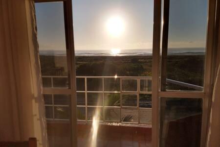 Beira mar vista maravilhosa de todos os cômodos