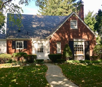 Beautiful Home One Block From Lake St. Clair!! - Grosse Pointe Woods - Hus
