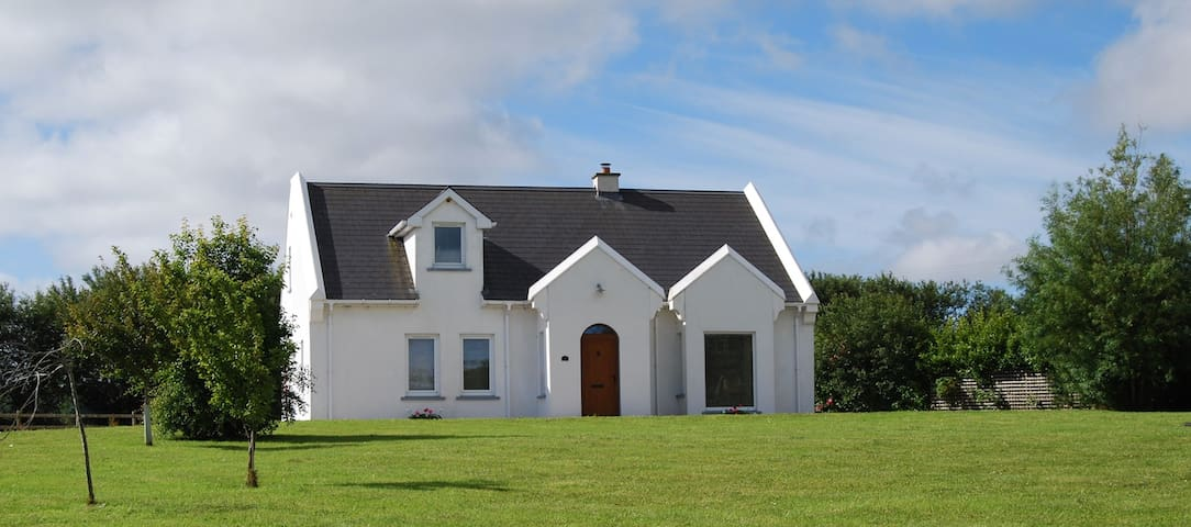 Bayview Cottage County Donegal, Convenient & Quiet