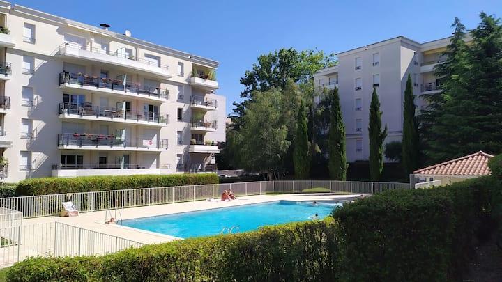 Appartement, jardin et piscine à 5 min. du centre