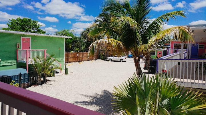 Studio room with two full size beds in the heart of Fort Myers Beach