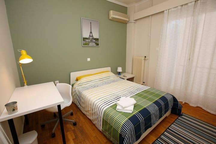 NEW! Cheerful Room w/balcony & AC in a Safe  Area!