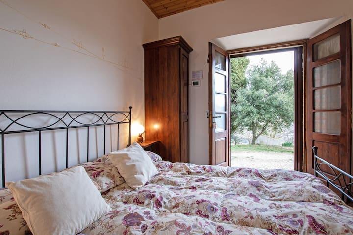 La camera da letto che si affaccia direttamente all'esterno