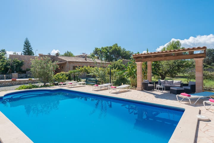 SA PLANA (CALA BONA) - Wonderful villa with private pool, on the outskirts of Cala Bona and at only 200 meters from the beach. Free WiFi