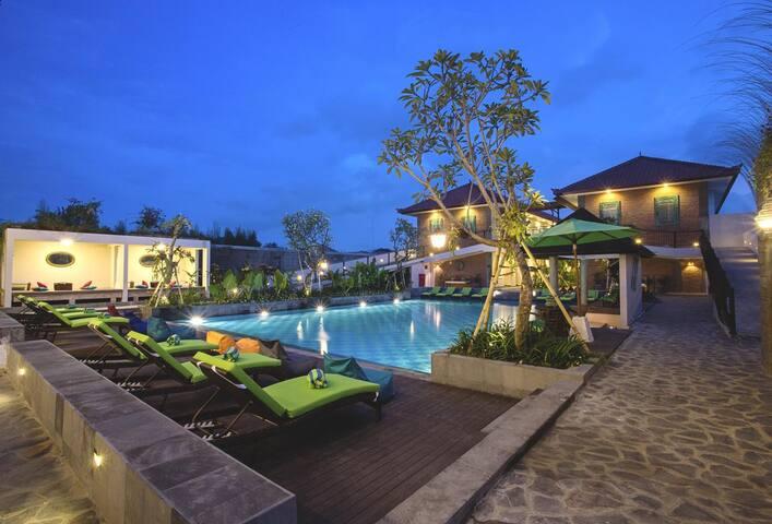 Swimming Pool [Outside]