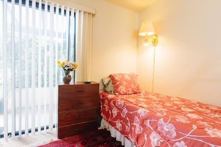 Cozy room for the solo traveller - มอนเทอร์เรย์