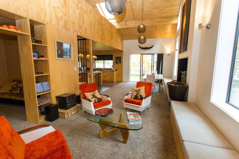 Large open plan lounge, dining & kitchen