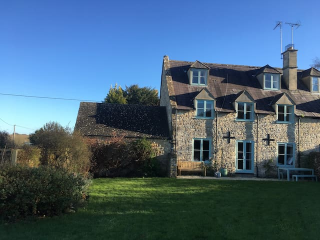Windrush Cottage  In the heart of the Cotswolds