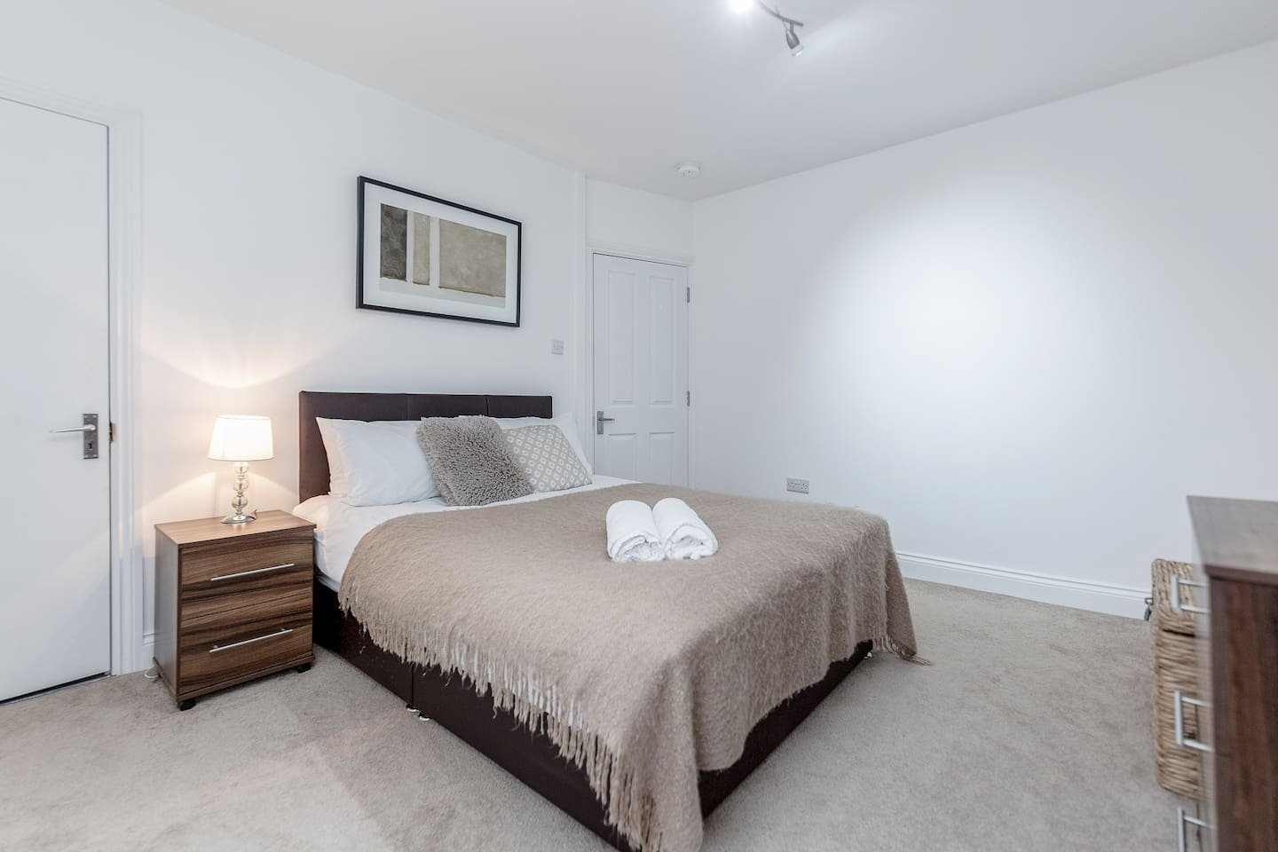 Beautiful, modern two bedroom apartment - your home from home - decorated in natural cream