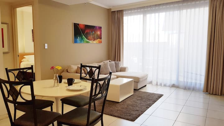 Apartment at Central Station, gym & pool 68h