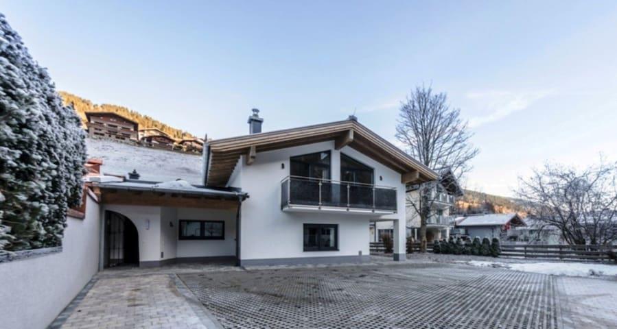 Neu erbautes Ferienhaus  in Saalbach, für 10 Pers. - Saalbach - วิลล่า