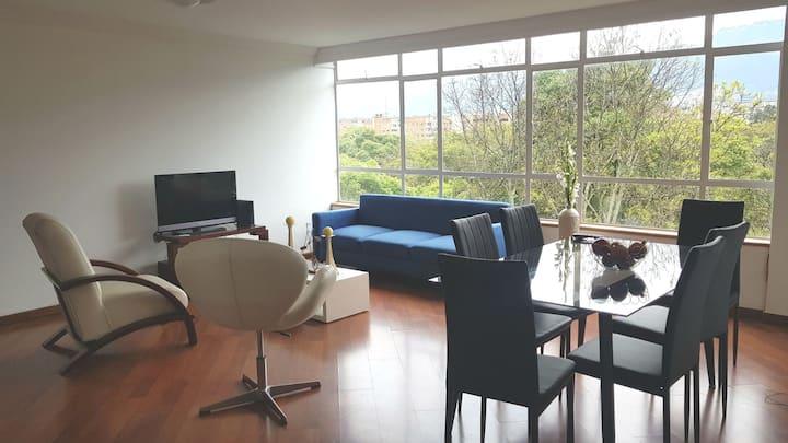 Cómodo Apartamento VIP, Frente a Corferias y Ágora