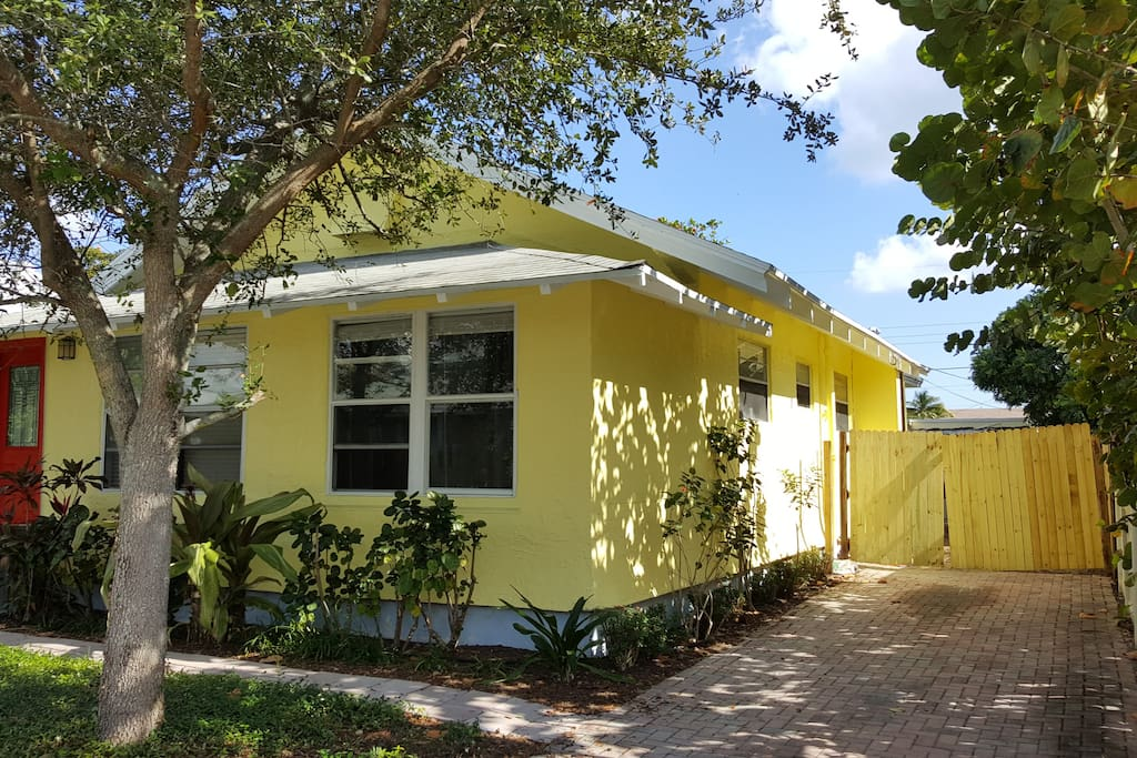 Historic mcgill house dntwn 1 mile walk to beach for Bathrooms plus lake worth fl