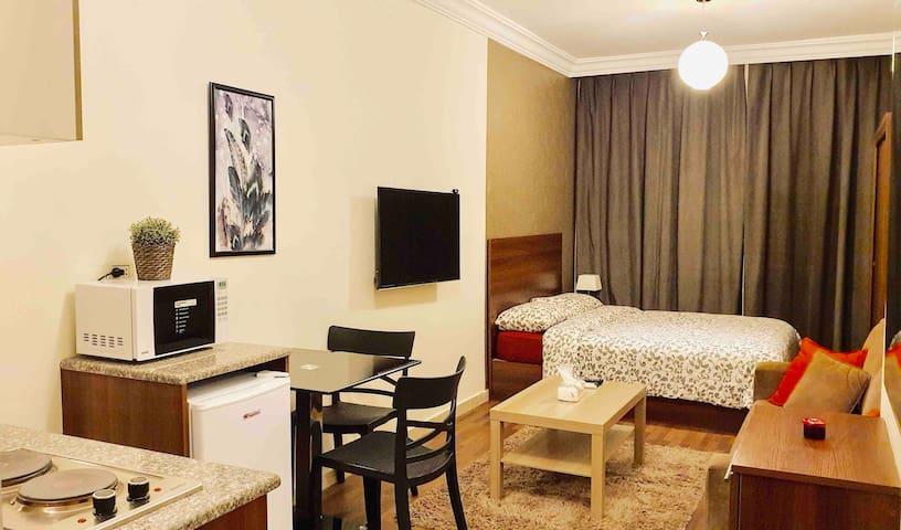 New Cozy, Modern Apt in a Great location in Amman!