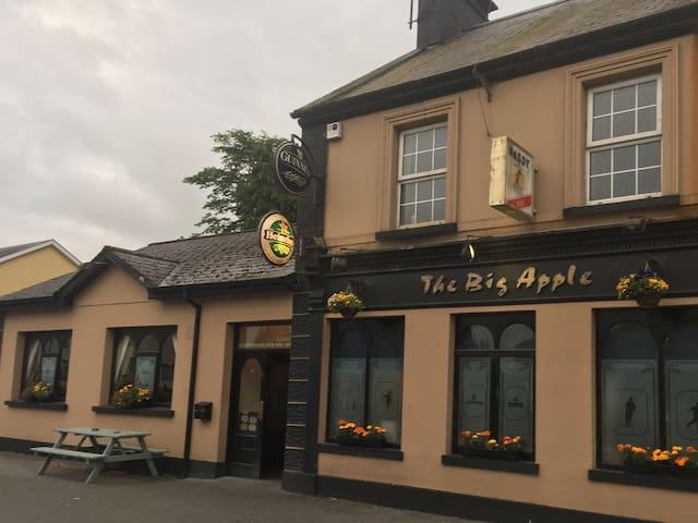 Big Apple Bar & Self-Catering Accommodation