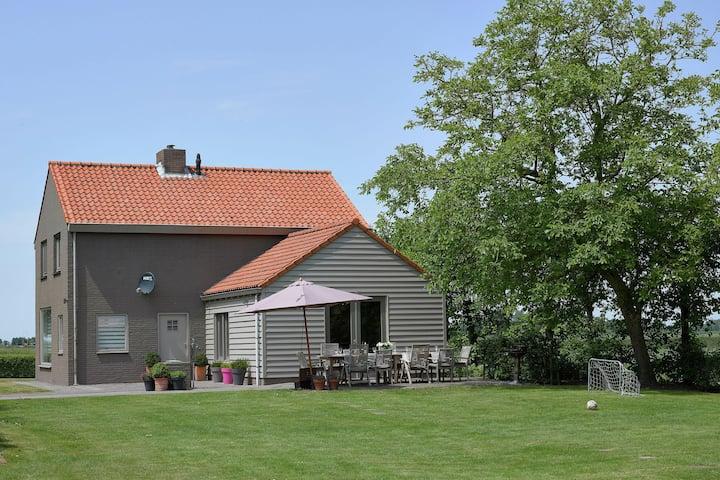 Maison de vacances moderne avec cheminée à Zuidzande