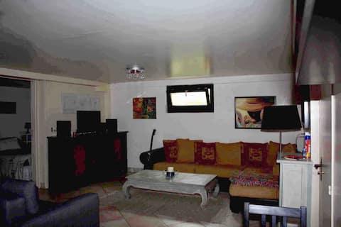 Appartement en demi sous-sol dans maison à Clamart
