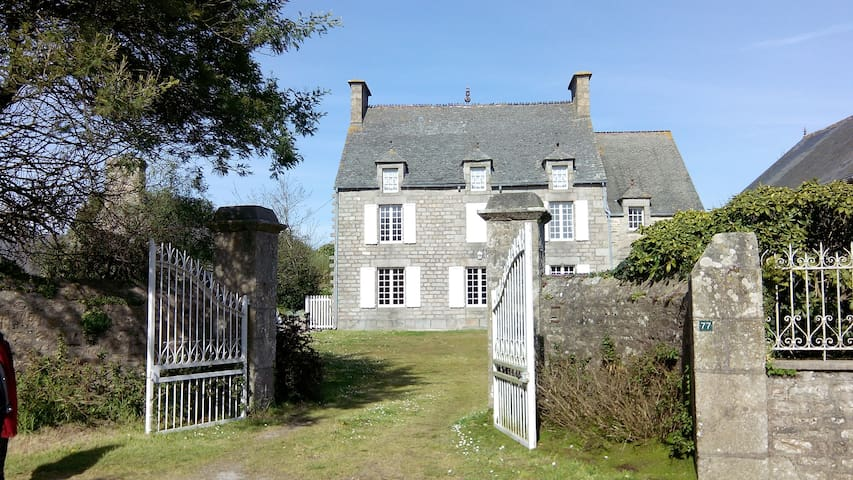 Next to the sea and to the shops - Valcanville - House