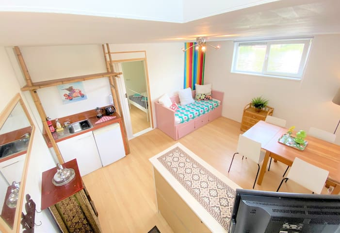 ★ APARTMENT ON HOUSEBOAT | BIKES | FREE PARKING! ★