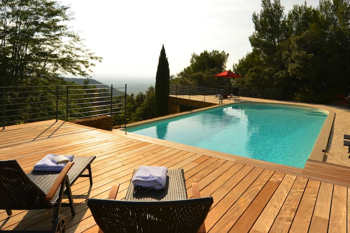 Provence Stonehouse in Gigondas with pool