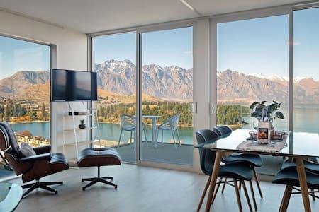 Remarkable VIEWS, 2 Bedrooms & big DECK!