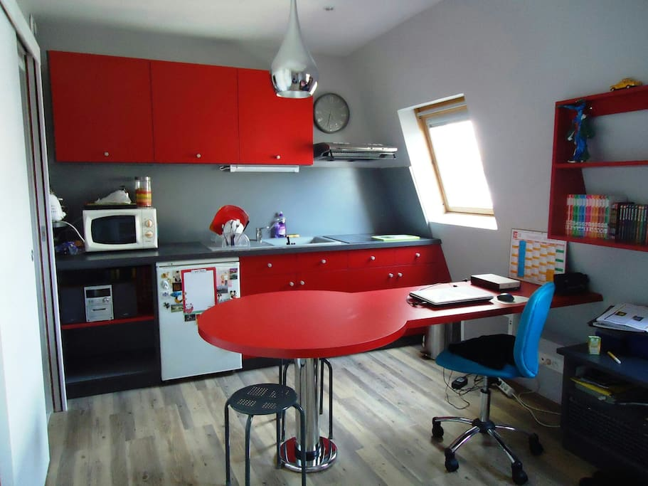 a cozy studio in paris apartments for rent in paris le de france france. Black Bedroom Furniture Sets. Home Design Ideas