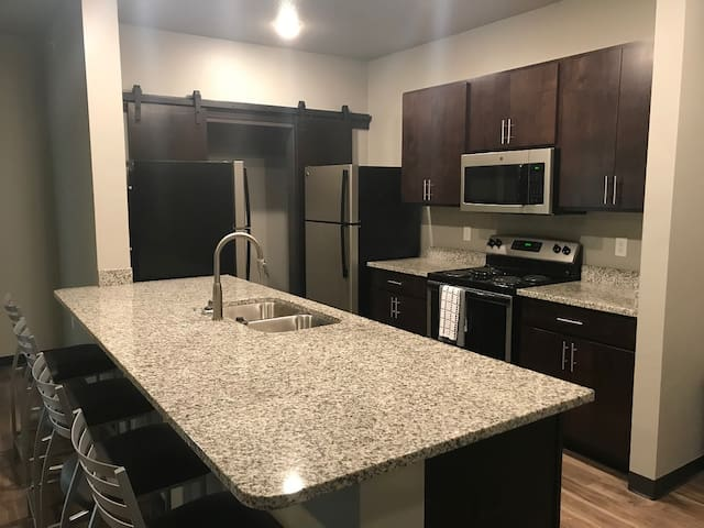 4BR, 4BA Apartment Close to Everything Iowa State!
