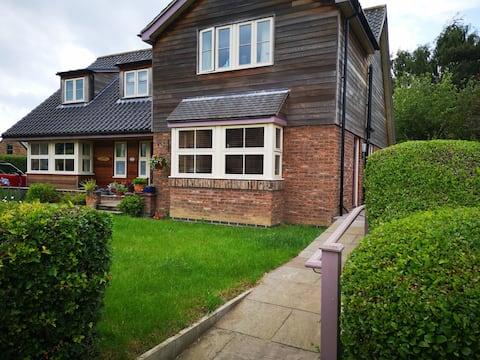 Charming self contained annexe in village location