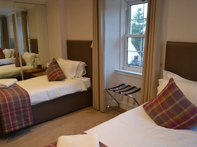Twin room-Standard-Ensuite-Kip Burn & Valley -Room 3