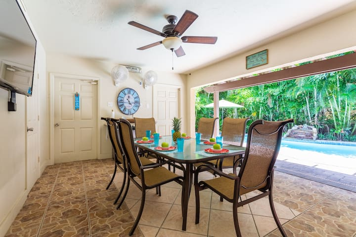 Lanai with flat screen TV. Enjoy the convenience of simple food preparation right on the lanai, which has a mini-fridge and granite counter.