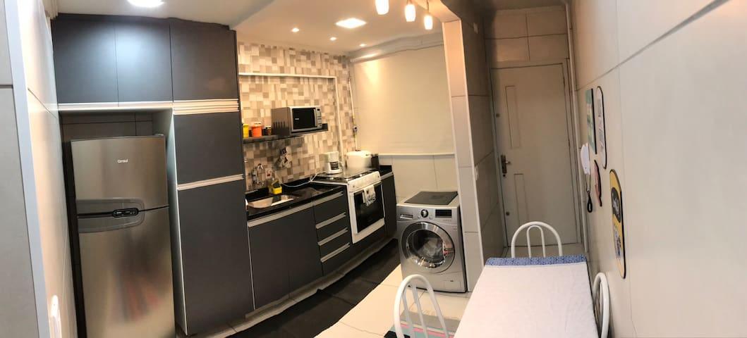 Aconchegante quarto e cozinha região central Brás