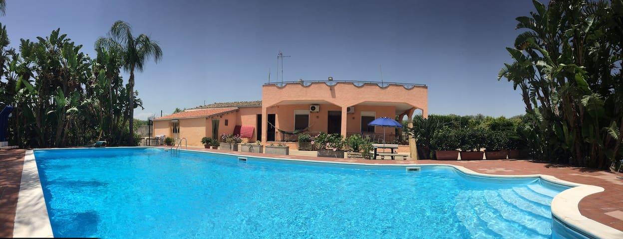 Villa Vacanze Solarino con Piscina - Solarino