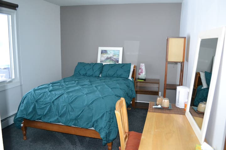 Private Room and Bath Close to MPLS/St Paul/U of M