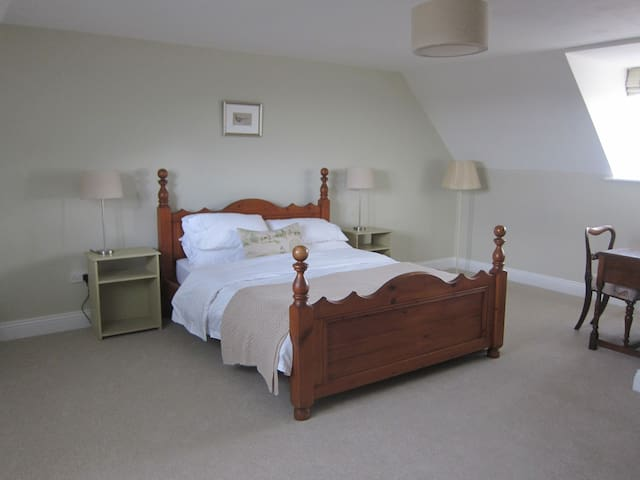 Working Farm B&B in rural location - Bicester