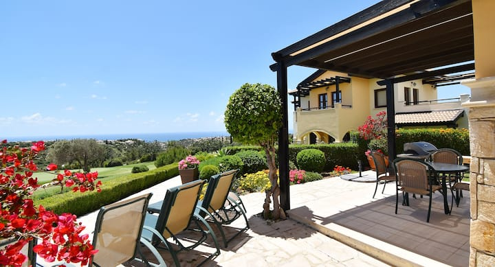 Apartment Ouranos with private garden and views