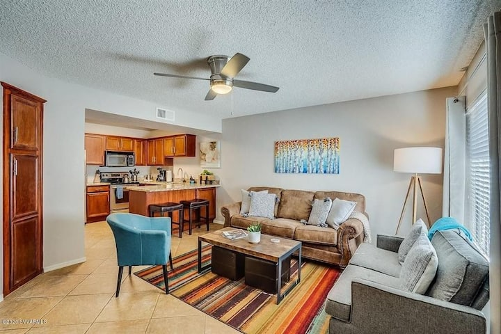 Sedona Condo 3 w/Pool Access-Walk to Shops!