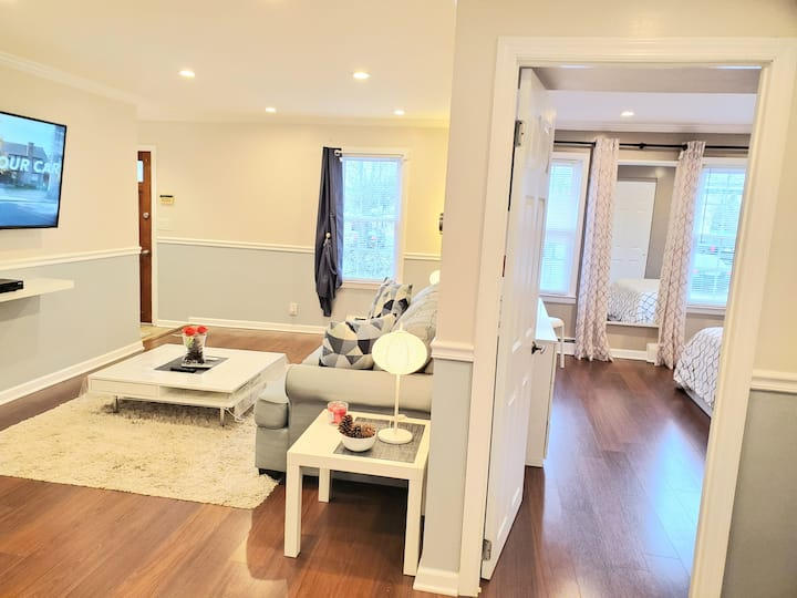 Deluxe Retreat/5 min walk train/15 min JFK+parking