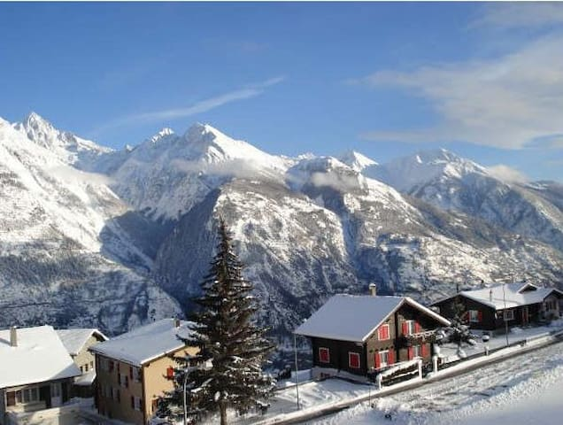 Chalet Top Apartment in Swiss Alps - Eischoll - Apartamento