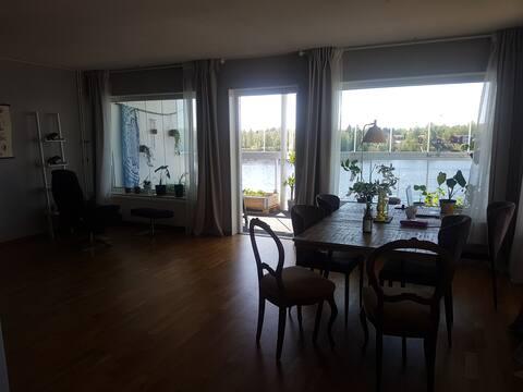 Lägenhet med stor balkong och utsikt över Ume älv