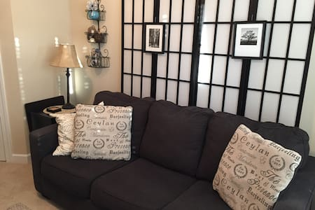 Comfy private room in a lovely townhome. - Winston-Salem - Reihenhaus