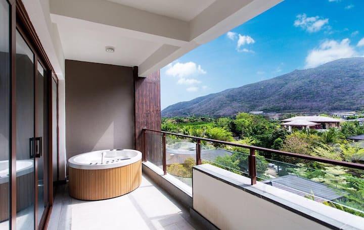 亚龙湾远洋山海三卧室二厅豪华景观房