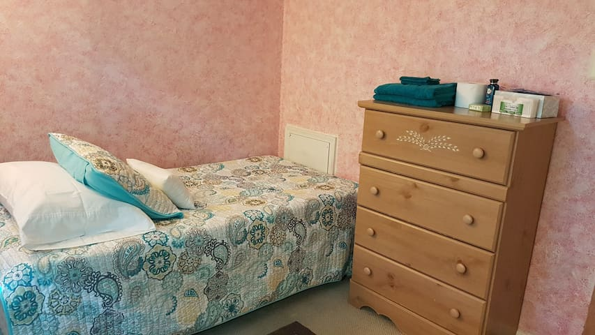 Private Comfy Bedroom with Shared Hall Bath (2)